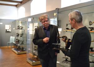 """""""Die eiserne Mamsell"""" – Ausstellung mit historischen Nähmaschinen im Stadtmuseum Iserlohn"""