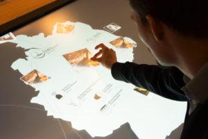 Museumspräsentation der Leibniz-Gemeinschaft mit acht eyevis Touch-Tischen an acht Standorten